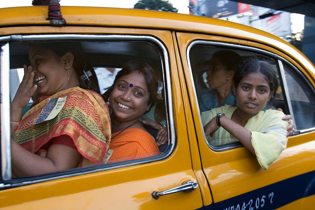 Happy Indian Girls in Kolkata. By Jorge Royan, Argentina